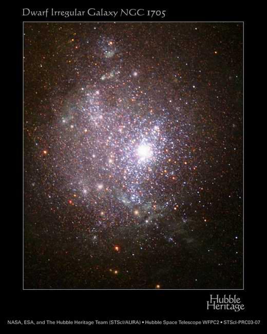 哈勃空间望远镜拍摄到了小星系NGC1705,其中充满了上千颗年轻的