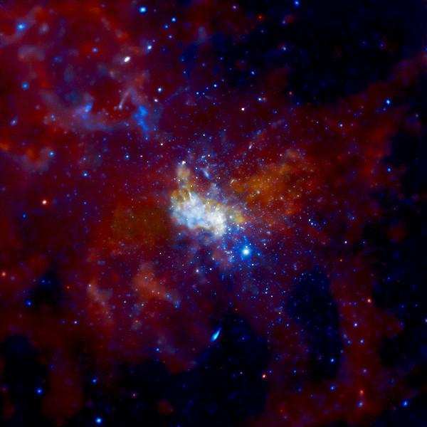 钱德拉X射线天文台拍摄的银河系中心区及其中央黑洞Sgr A*